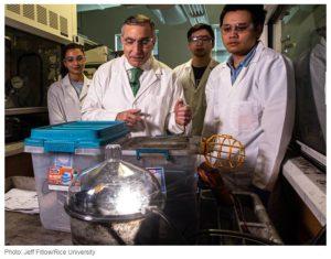 Profesorul Duy Xuan Luong si echipa sa de la Universitatea Rice.