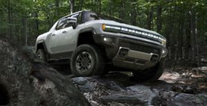 Hummer EV in aventura montana.